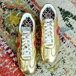 NIKE Gold Sprint Sister